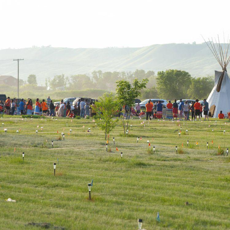 Canada : on vous explique l'affaire des tombes découvertes près d'anciens pensionnats pour enfants autochtones